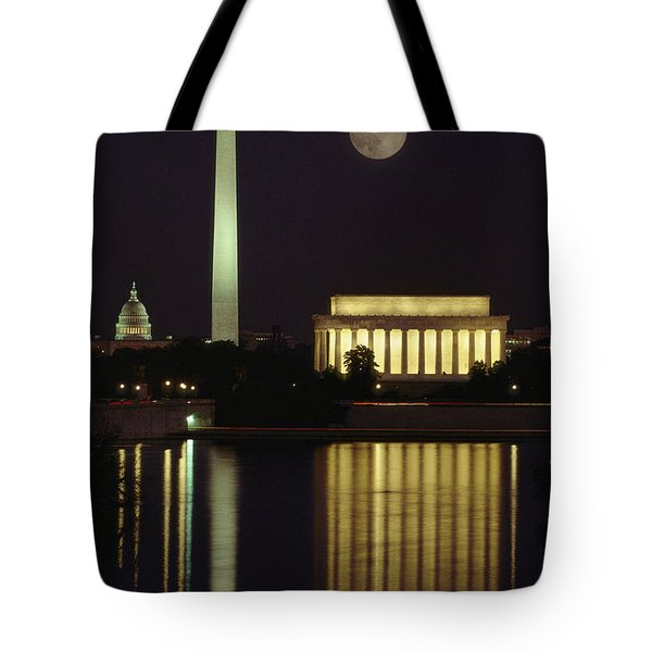 Moonrise Over The Lincoln Memorial Tote Bag