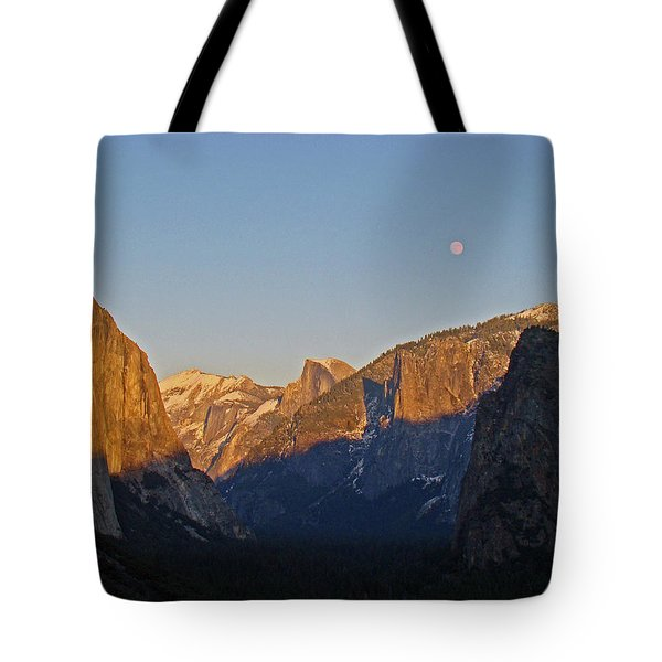 Tote Bag featuring the photograph Moonrise by Walter Fahmy