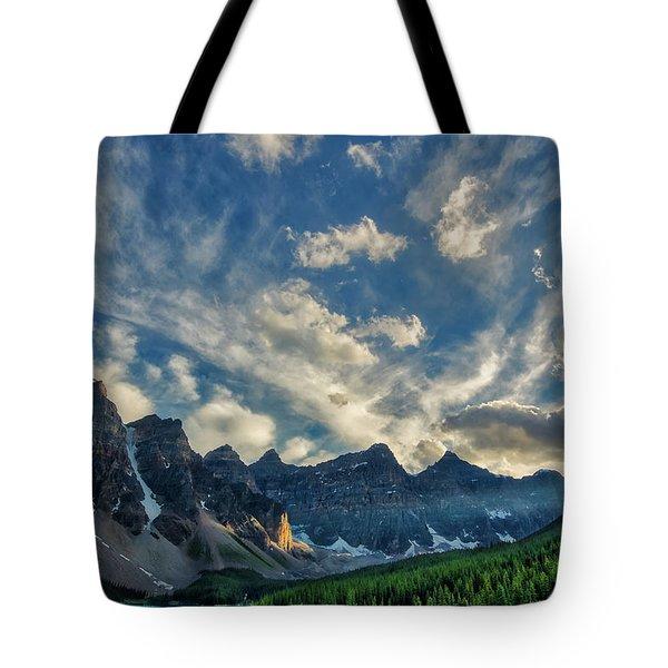 Moraine Lake Sunset - Golden Rays Tote Bag