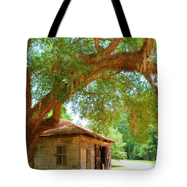 Mossy Tree In Natchez Tote Bag