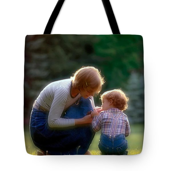Mother With Kid Tote Bag