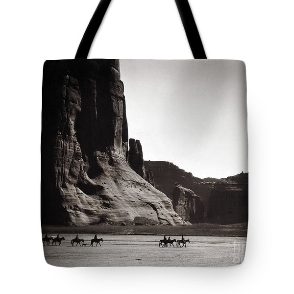Navajos: Canyon De Chelly, 1904 Tote Bag