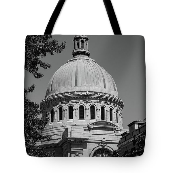 Naval Academy Chapel - Black And White Tote Bag