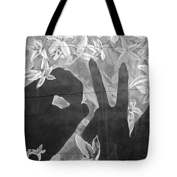 Tote Bag featuring the photograph Never Forget by Juergen Weiss