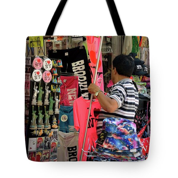 Tote Bag featuring the photograph New York, New York 14 by Ron Cline