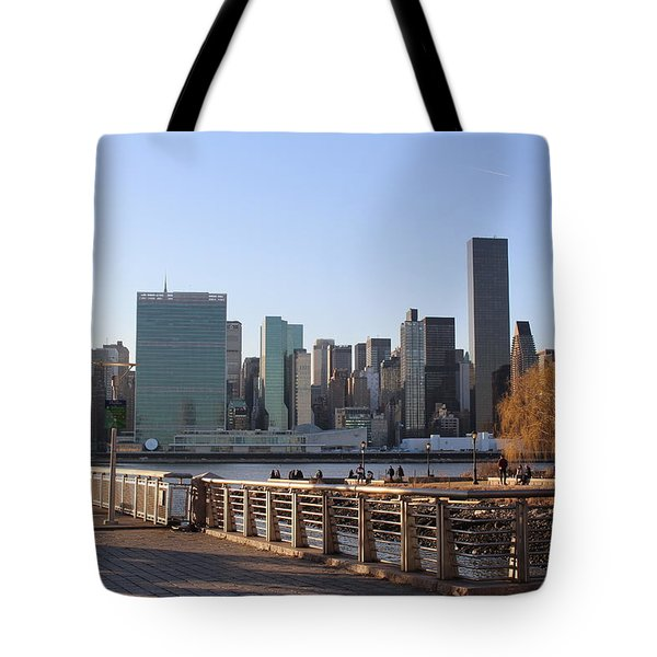 New York's Skyline - A View From Gantry Plaza State Park Tote Bag