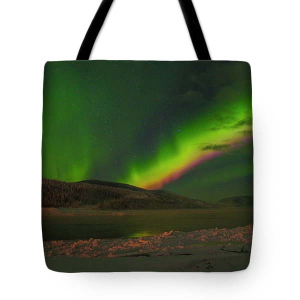 Tote Bag featuring the photograph Northern Northern Lights 3 by Phyllis Spoor