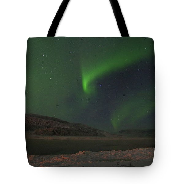 Tote Bag featuring the photograph Northern Yukon Lights 6 by Phyllis Spoor