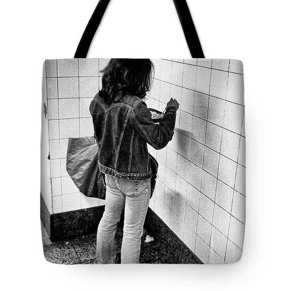 Tote Bag featuring the photograph Nyc Lunch by Dave Beckerman