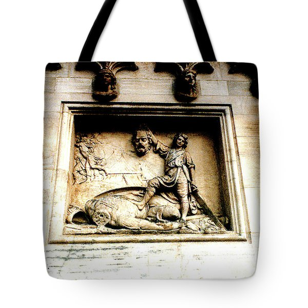 Tote Bag featuring the photograph Off With His Head - Sculpture On The Cathedral In Milan,italy by Merton Allen
