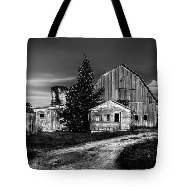 Ohio Barn At Sunrise Tote Bag