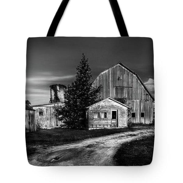 Ohio Barn At Sunrise Tote Bag