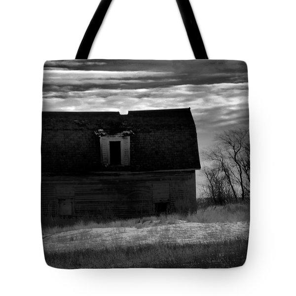 Old Barn In North Dakota Black And White Tote Bag