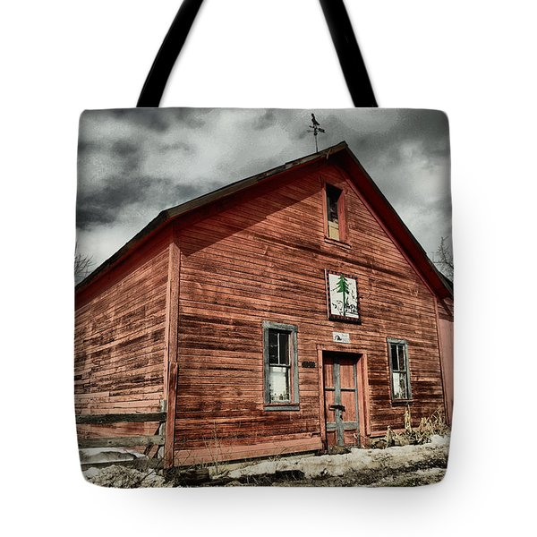 Tote Bag featuring the photograph Old Barn In Roslyn Wa by Jeff Swan
