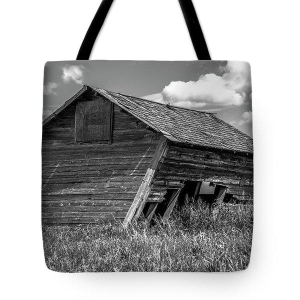 Old Barn In The Prairie  Tote Bag