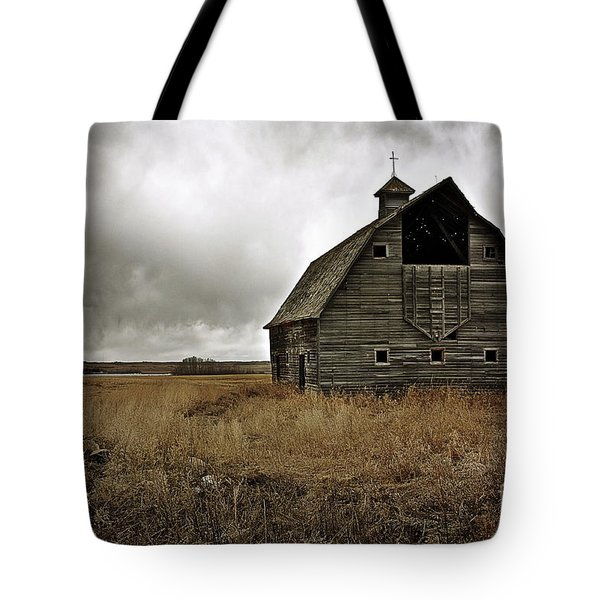 Old Barn Tote Bag by Linda Bianic