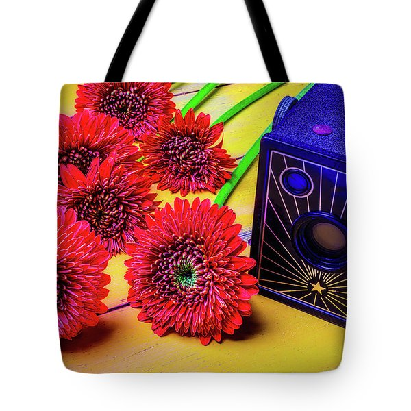 Old Camera And Dasies Tote Bag by Garry Gay