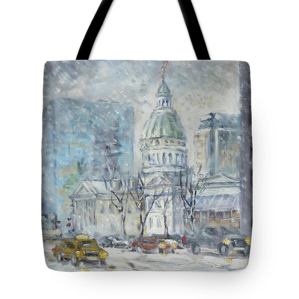 Old Courthouse From N 4th St. St.louis Tote Bag