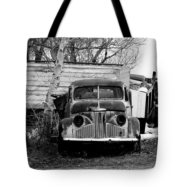 Old Truck Baw Corinth North Dakota Tote Bag