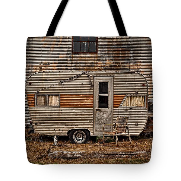 Old Vintage Rv Camper In The Mississippi Delta Tote Bag