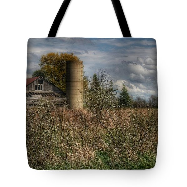 0034 - Old Wooden Barn And Silo Tote Bag