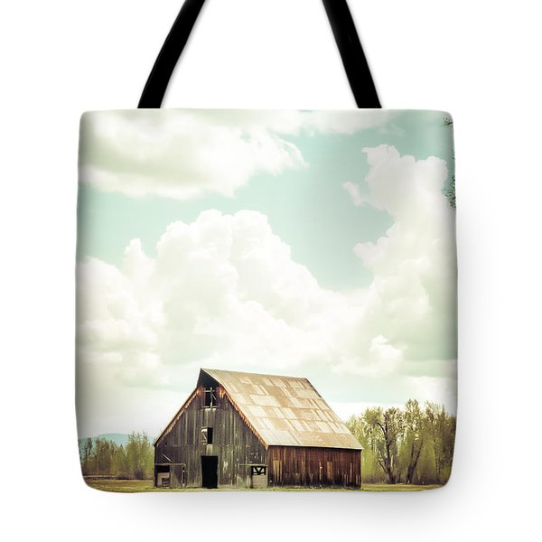 Tote Bag featuring the photograph Olsen Barn In Green by Jan Davies