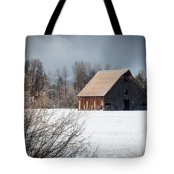 Tote Bag featuring the photograph Olsen Barn In Snow by Jan Davies