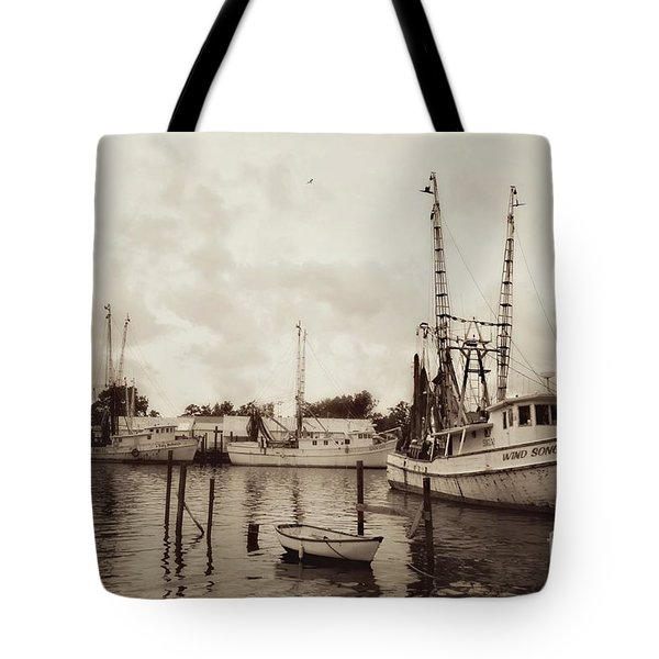 Tote Bag featuring the photograph Oriental Harbor by Benanne Stiens