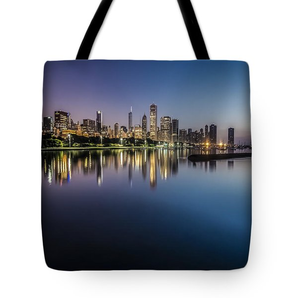 Peaceful Summer Dawn Scene On Chicago's Lakefront Tote Bag