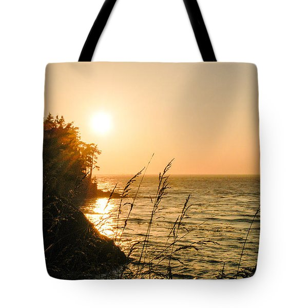 Tote Bag featuring the photograph Peaking Sunset by Monte Stevens