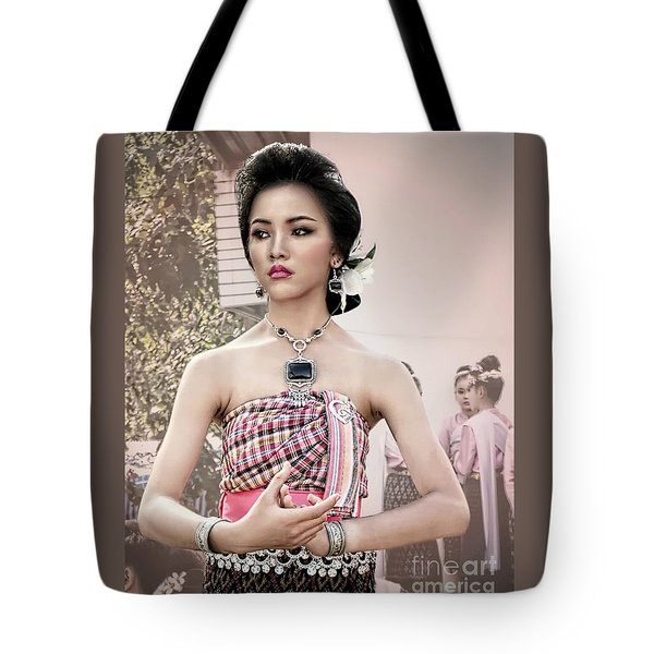 Performance Of Beauty Tote Bag by Ian Gledhill