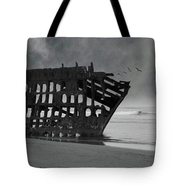 Peter Iredale Shipwreck At Oregon Coast Tote Bag