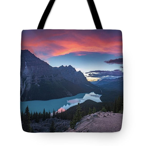 Tote Bag featuring the photograph Peyto Lake At Dusk by William Lee
