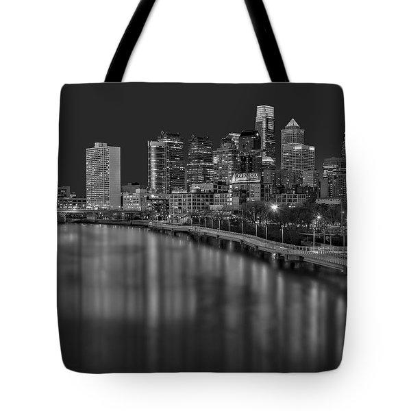 Philadelphia Skyline At Night Bw Tote Bag