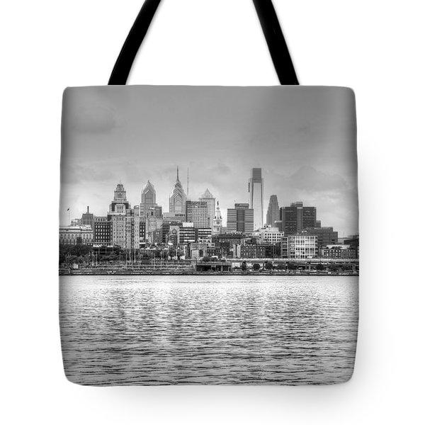 Philadelphia Skyline In Black And White Tote Bag