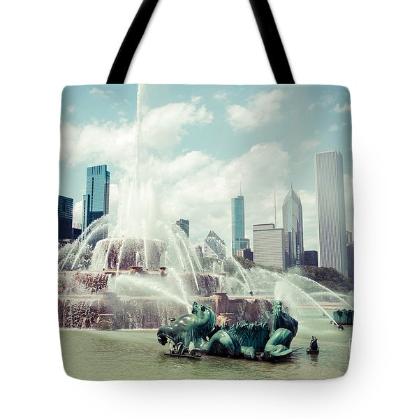 Picture Of Buckingham Fountain With Chicago Skyline Tote Bag by Paul Velgos