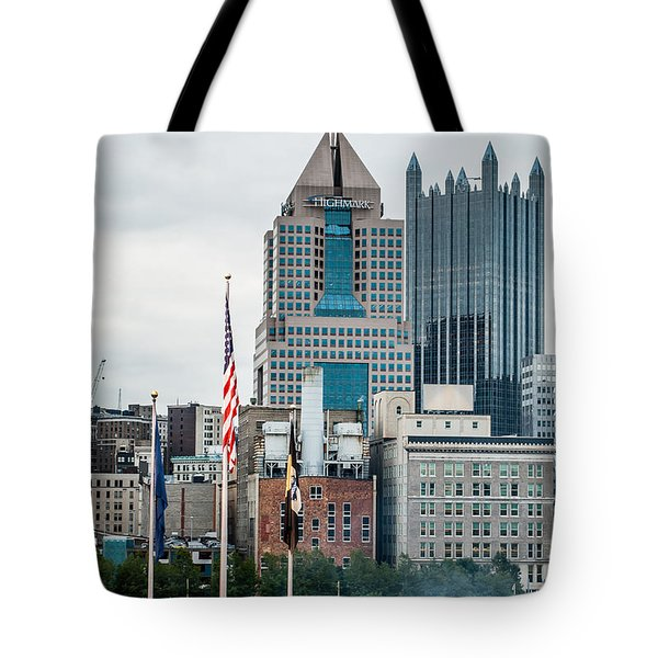 Tote Bag featuring the photograph Pittsburgh - 6975 by G L Sarti