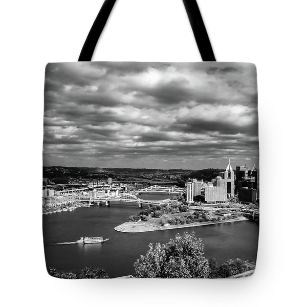 Pittsburgh Skyline With Boat Tote Bag