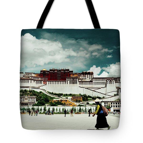 Potala Palace. Lhasa, Tibet. Yantra.lv Tote Bag