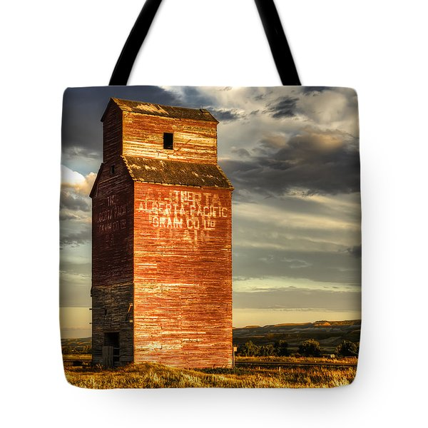 Prairie Sentinel Tote Bag by Wayne Sherriff