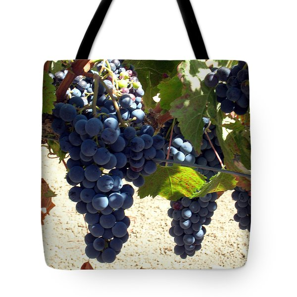 Purple Grapes On Vine Tote Bag