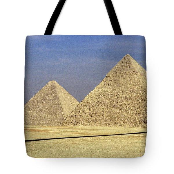 Pyramids At Giza Tote Bag by Mark Greenberg