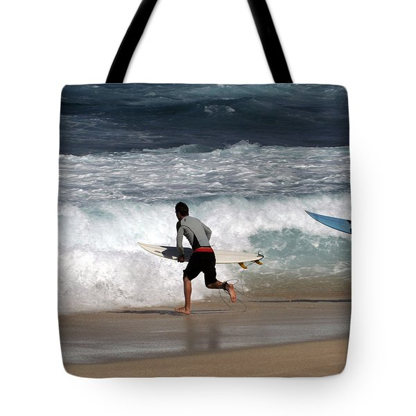 Race To The Waves Tote Bag