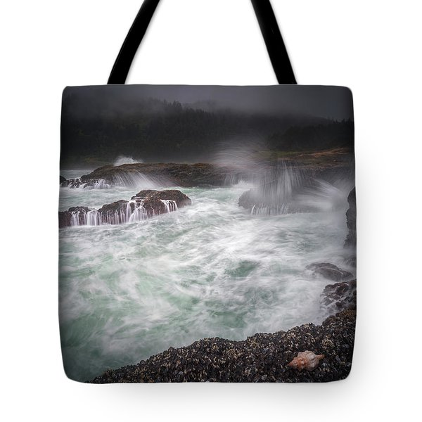 Tote Bag featuring the photograph Raging Waves On The Oregon Coast by William Lee
