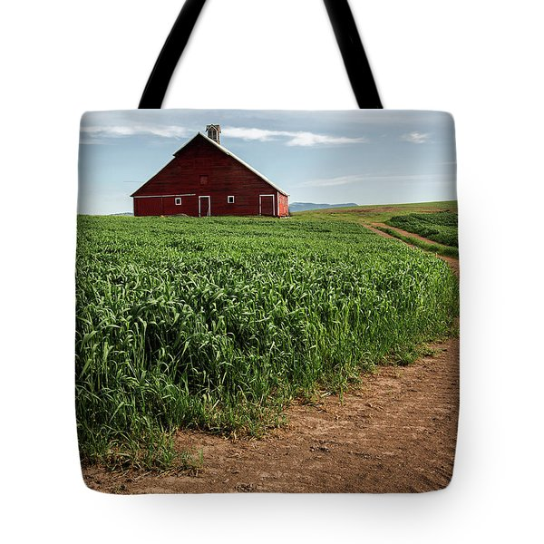 Red Barn In Green Field Tote Bag