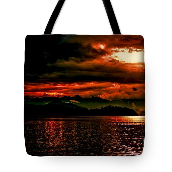Red Sky 2 Tote Bag