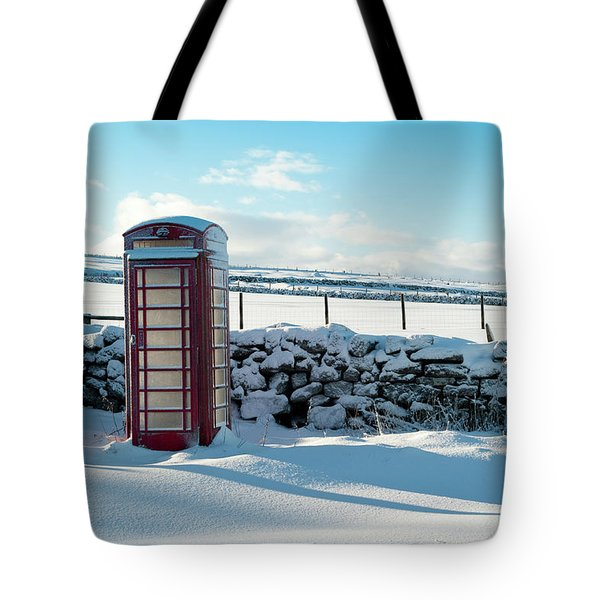 Red Telephone Box In The Snow V Tote Bag