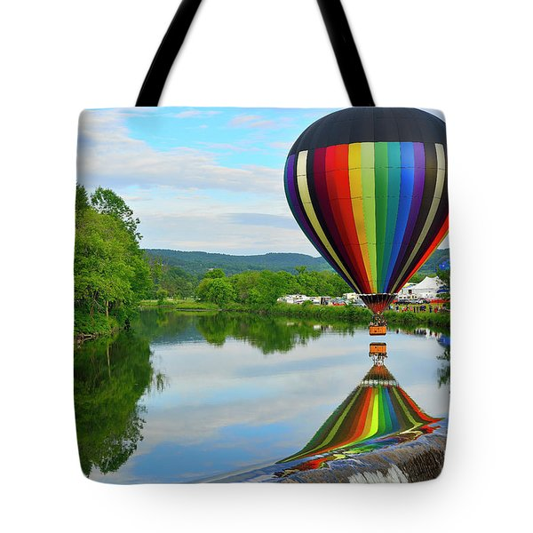 'reflecting' Tote Bag