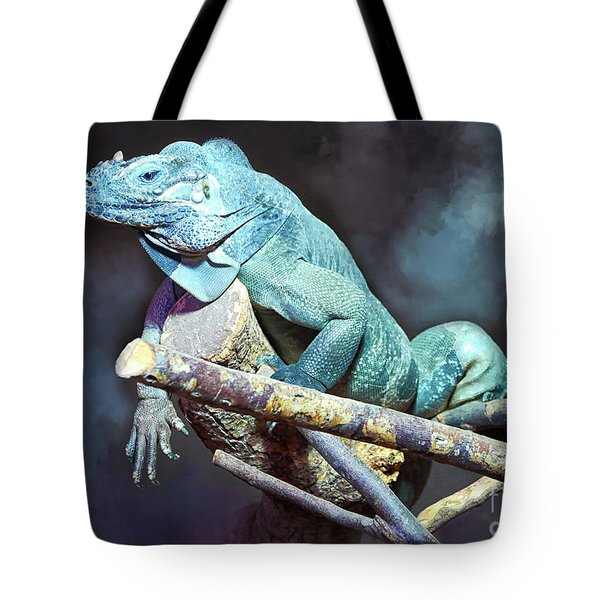 Tote Bag featuring the photograph Relaxation by Jutta Maria Pusl