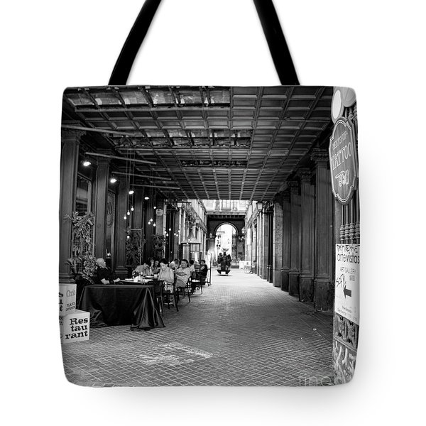 Restaurant Path Barcelona Bw Tote Bag